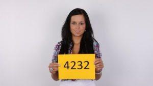KAROLINA4232